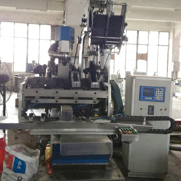 Yitong 5 Axis Drilling And Filling Automatic Brush Machine image8