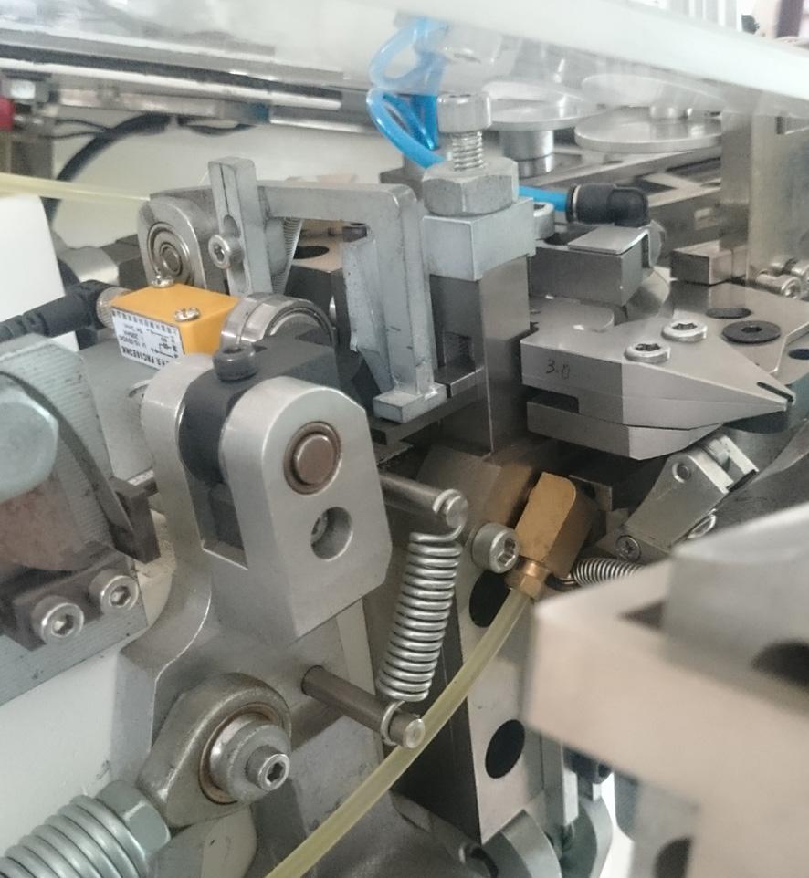 High Speed 4 Axis Tooth Brush Tufting Machine YTT404